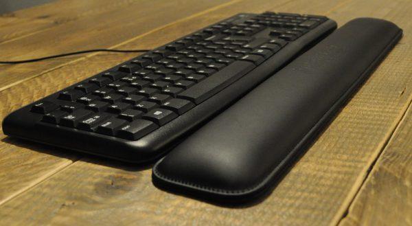 Smalle-polssteun-toetsenbord