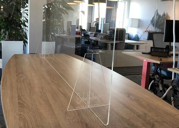 Plexiglas - afscheiding bureau - corona maatregel